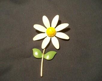White Daisy Pin