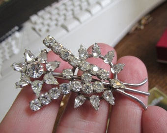 Gorgeous vintage 50's Rhinestone flower brooch