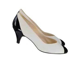 Vintage Shoes, 1980s Shoes, 80s White Pumps Size 7, Black Patent, White and Black Heels, Color Block Pumps, Classy Pumps, New Condition