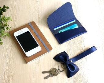 Porte-carte et porte-clés lanière noeud cuir irisé bleu myrtille gris cousu main