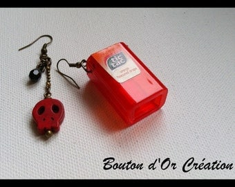 Tic-tac red earrings