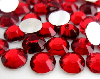 3,000 Piece Mixed Size High Quality Resin 14-Facet Flat Back Round Rhinestones 1,000 of Each Size 3mm 12ss, 4mm 16ss, 5mm 20ss Red