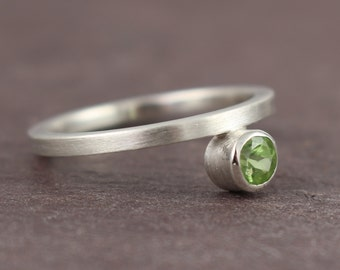 plain silver ring with green Peridot