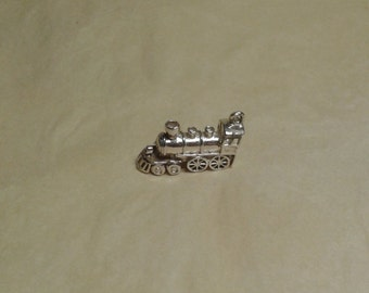 Sterling silver steamtrain with cowcatcher