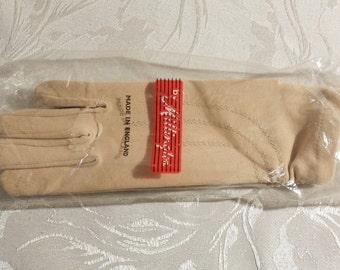 Vintage Beige Gloves