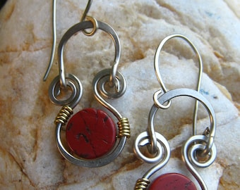 Dangle sort earrings