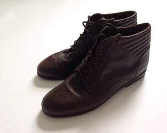 7.5/8 brown lace up ankle shoes