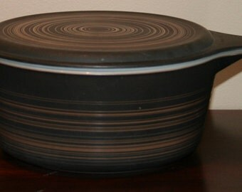 Vintage Pyrex 475B Terra Brown Swirl 2 1/2 QT Dish with Lid and Mugs