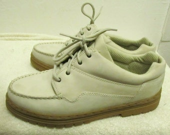 Womans Vintage 90's,Cute Off -White Suede Hiking Shoes By MOOTSIES-TOOTSIES.10M