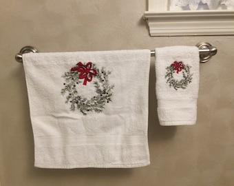 Hand Towel and Wash Cloth Set, Pine Bough Wreath, Christmas Wreath