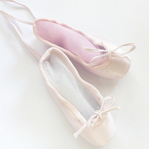 Custom decorated pointe shoe ornament by ballerinaboutiquetsy for Ballet shoes christmas decoration
