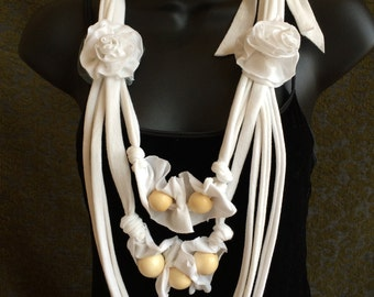 Beaded tshirt necklace with flower embellishments