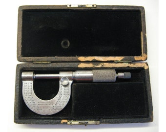 American-made Brown & Sharpe No 17 pocket micrometer screw gauge or caliper, c1913, with ratchet stop and morocco case with velvet lining