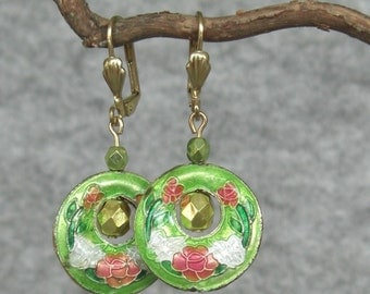 vintage style drop earrings light green / white