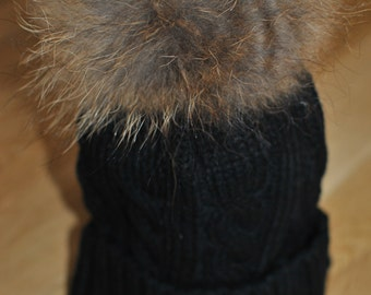 Black Cable Knit Bobble Hat Beanie Natural Raccoon Fur XL Pom Pom.brand new..