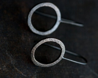 simple textured hammered oxidized modern silver circle earrings