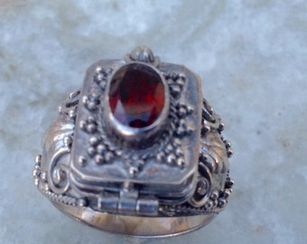 Garnet Vintage Poison Ring Size