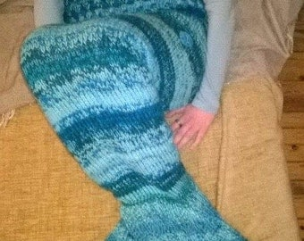 knited mermaid tail blanket