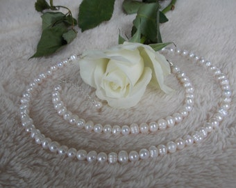 Beautiful freshwater pearl necklace and bracelet set