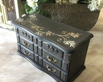 Upcycled Jewelry Box / Vintage Jewelry Chest / Shabby Chic Decor  / Chalk Painted Wooden Jewelry Storage / Womens Gifts