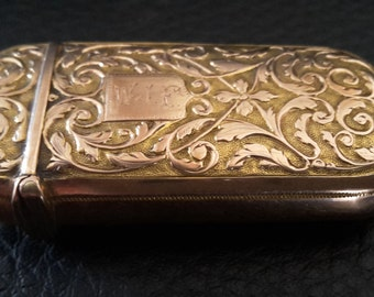 This is a stunning quality antique solid 18ct gold swiss ? rococo vesta case