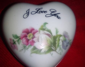 """Heart Shaped """"I Love You"""" Floral Vintage Trinket Box"""