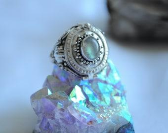 Vintage Sterling Silver Moonstone Poison Ring // Locket Ring // Size 8