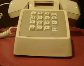 ATT CS2500 Ivory push button desk phone