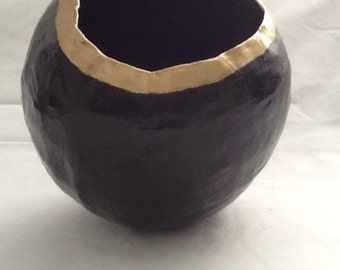 Paper mache black & gold globe shape bowl