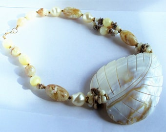 Vintage Mother Of Pearl Leaf Necklace, River-stones Faux Pearls Mother Of Pearl Shell Beaded Necklace, Boho Necklace, Hippie Jewelry, 1970s'