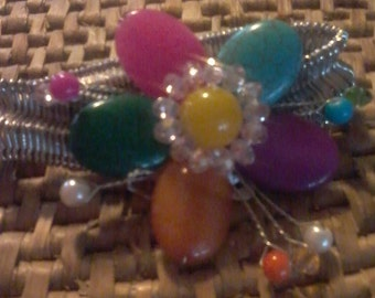 Multi-colored flower bracelet with stretch band