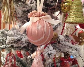 Navidenos.christmas ball ornaments. Christmas ball with brush