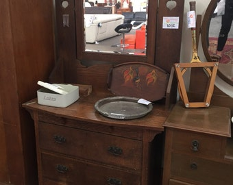 Antique Timber Dresser and Mirror (Lot: 101R)