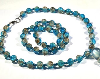 Set consisting of a bracelet and a necklace made of Crackle glass beads