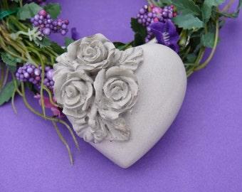 Concrete decorative heart * roses *.