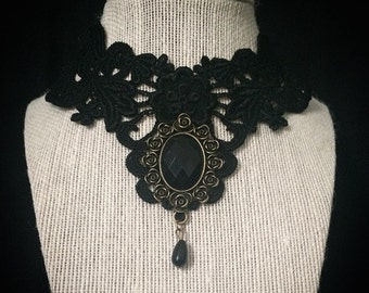 Vintage necklace // Victorian necklace // black gothic lace necklace // bib necklace