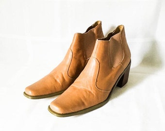 Leather boots - Tan leather Chelsea ankle boots - Womens size 7 Bass boots - Bass ankle boots- Dress boots- Tan chelsea boots