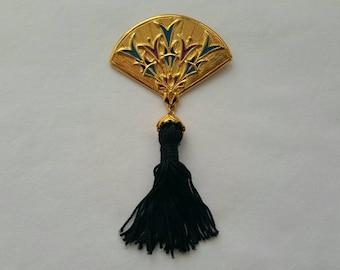 Oriental fan pin