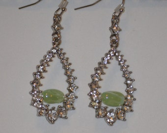 earring with grean glass bead