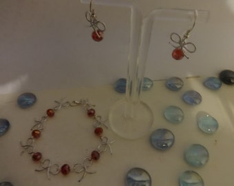 bow bracelet and red glass bead set