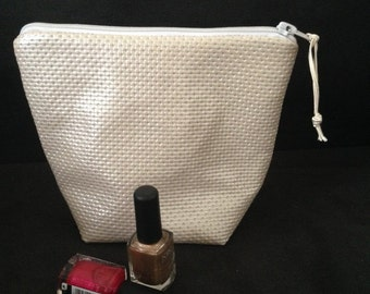 Makeup glittery gold leatherette Kit.