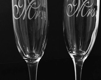 Mr. and Mrs. Champagne flute set. Mr.and Mrs. toasting glass set.