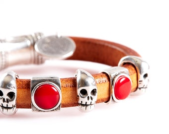 ART16 Brown Leather Bracelet with Silver Skulls