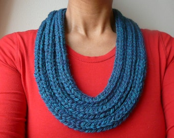 Knitted wool necklace // Super chunky wool knit necklace /// Super chunky ethnic style necklace with wool ///