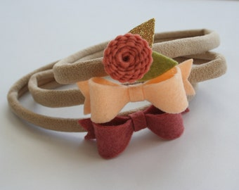 Wool felt mini bows and scalloped flower with leaves