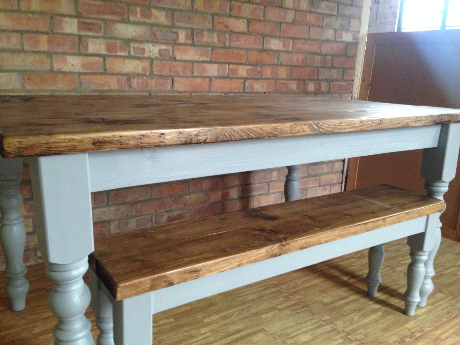 CURVY Farmhouse Dining Table With Bench