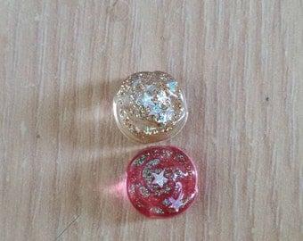 Flat earrings with gemstones