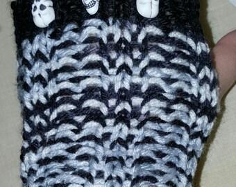 Nessquik Skull Fingerless Gloves