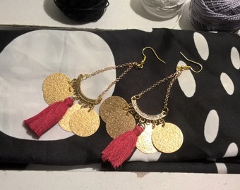 Earrings round charms gold and Red Pompom