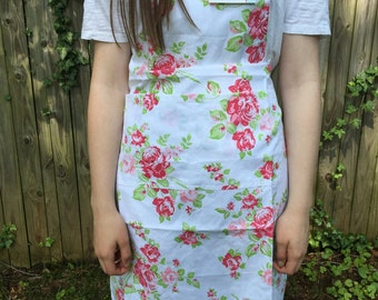 Tanya Whelan Floral Apron White Background FREE SHIPPING to US
